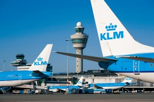 KML (Royal Dutch Airlines) , now part of the AIR FRANCE Group, is the latest airline to equip pilots and cabin crew with iPads in an attempt to reduce the large amount of paper needed to administer flight schedules and passenger lists.